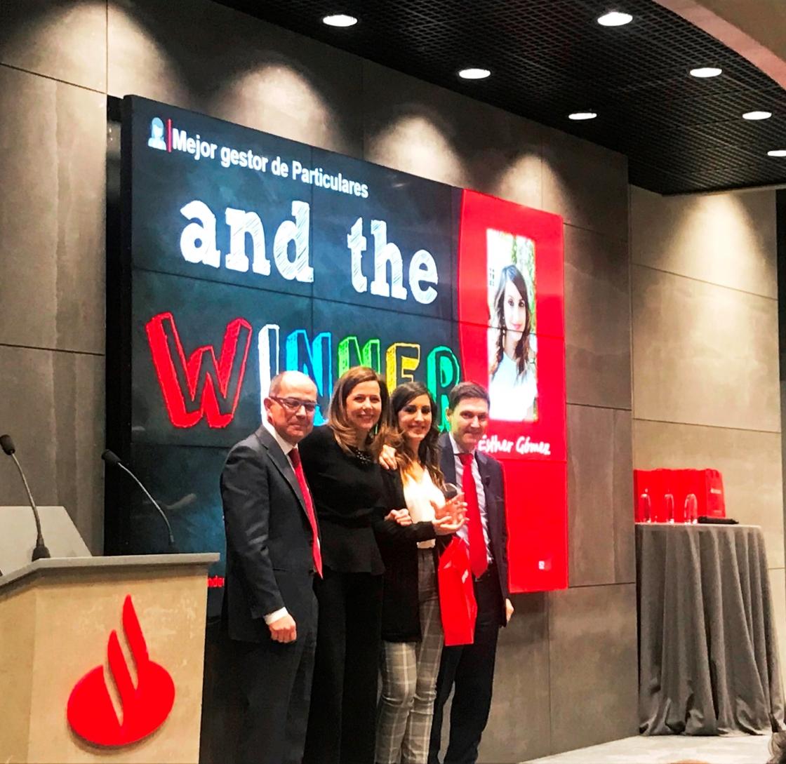 Banco Santander premia la labor de tres agentes de Contact Center de Unísono